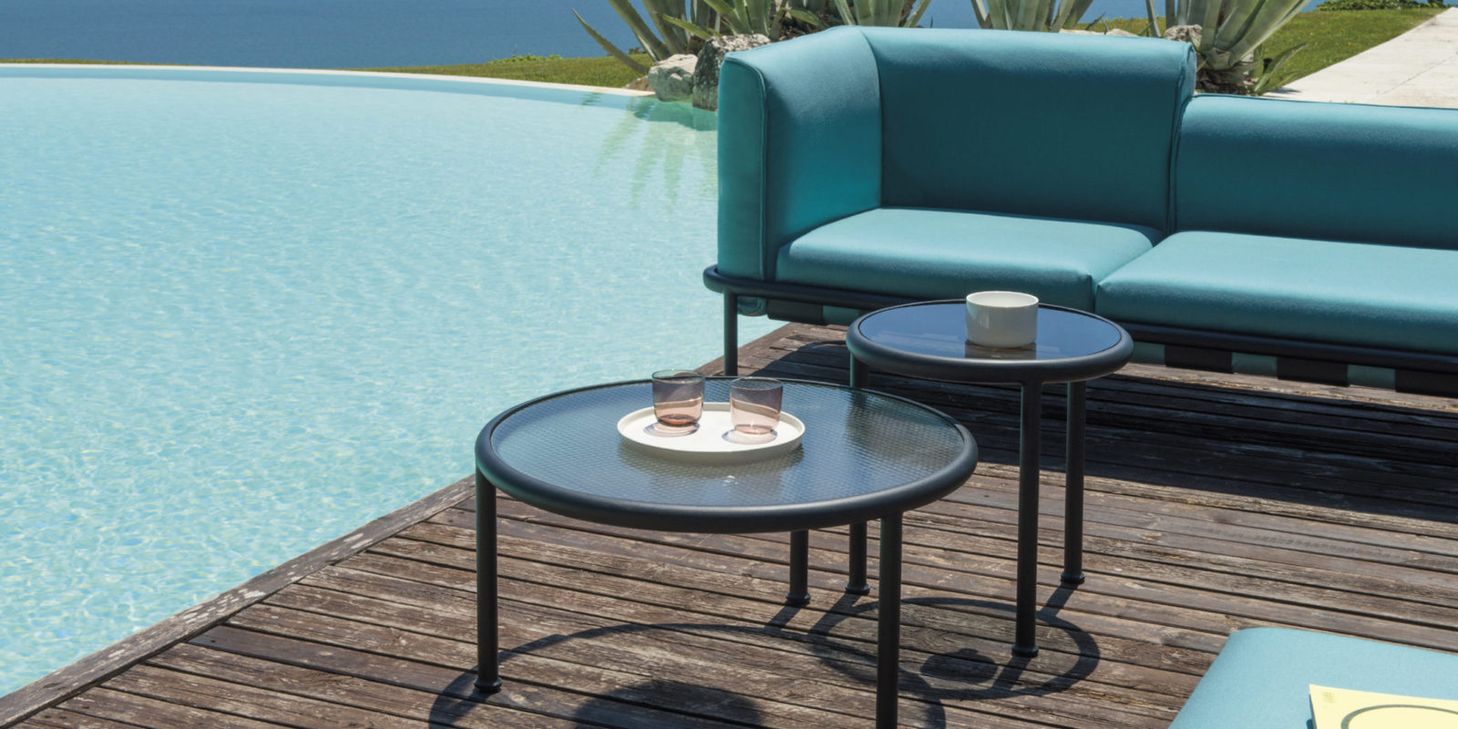 Salon de jardin dock emu buxus mobilier outdoor for Emu salon jardin