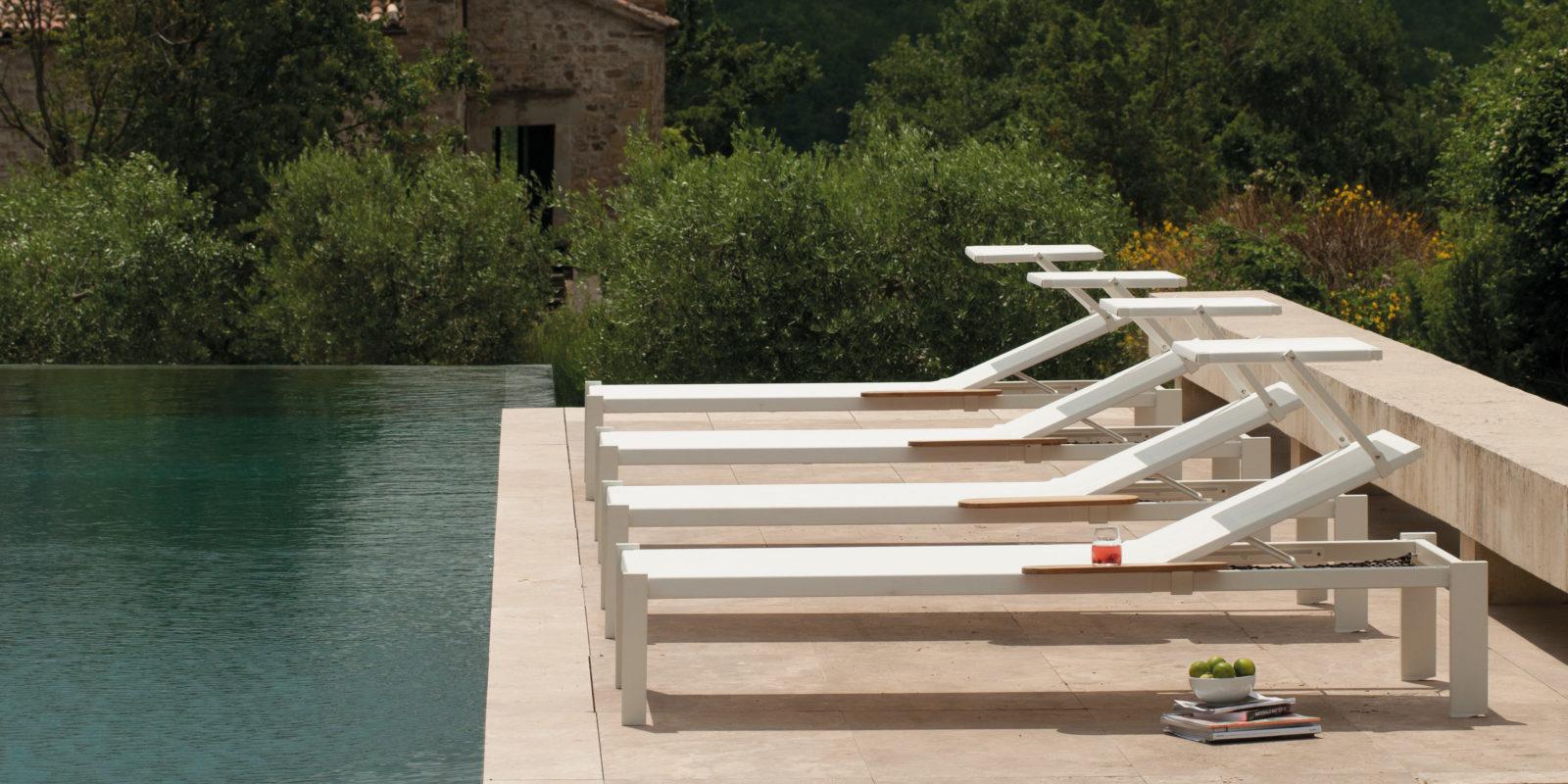 Bain de soleil design shine buxus mobilier outdoor for Chaises longues de piscine